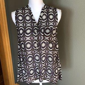 Cute hi/low sleeveless blouse.